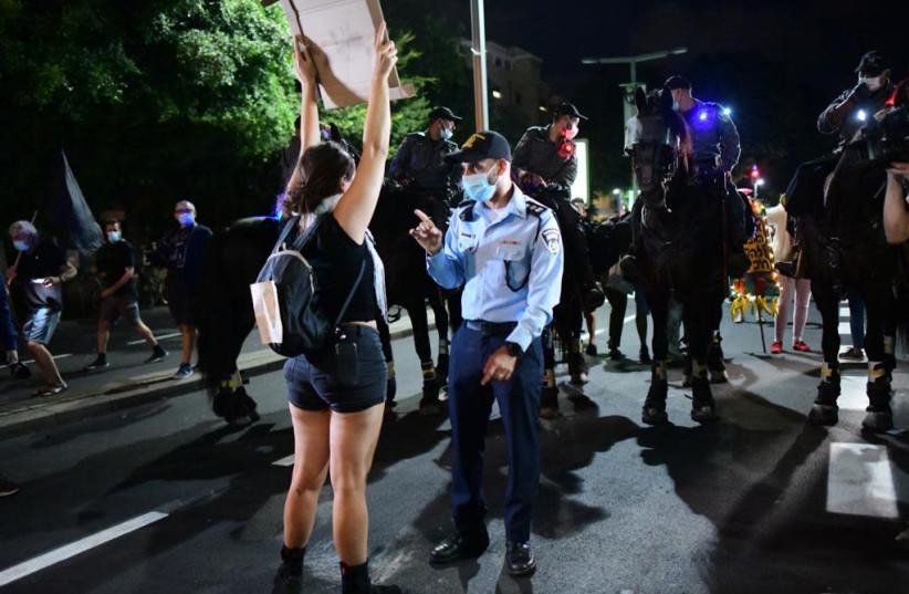 Anti-Netanyahu protester in Tel Aviv confronts Israel Police (photo credit: AVSHALOM SASSONI)