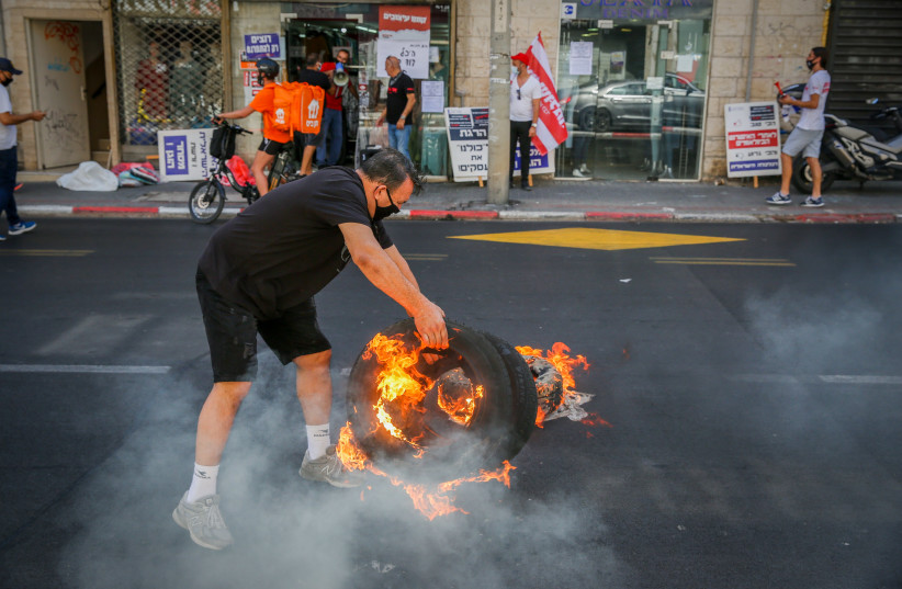 Business owners protest against the nationwide closure in Tel Aviv on October 15, 2020 (photo credit: FLASH90)