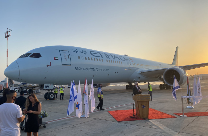 Etihad Airways' Boeing 787 ׳Greenliner׳ makes the first commercial flight to Israel, October 19, 2020 (photo credit: UDI SHAHAM)