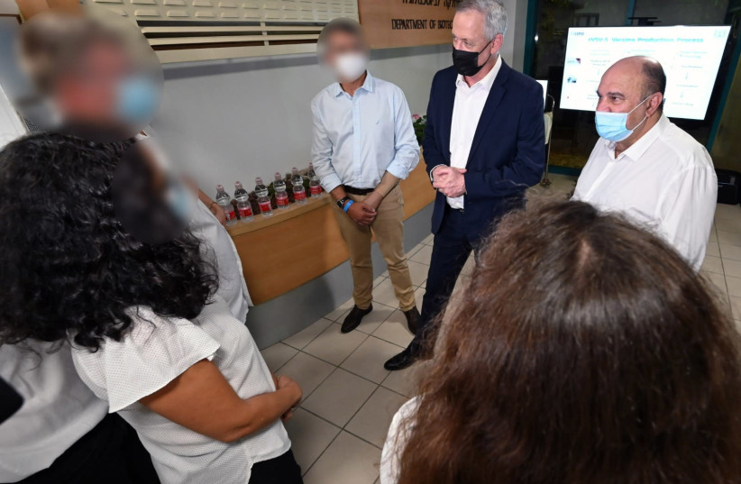 Alternative Prime Minister and Defense Minister Benny Gantz visiting the Israel Biological Institute.  (photo credit: ARIEL HERMONI/DEFENSE MINISTRY)