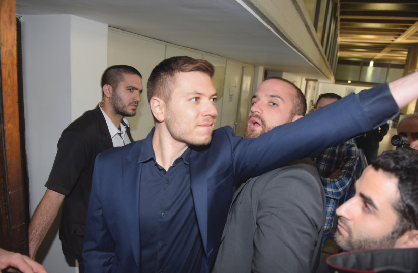 Yair Netanyahu makes a stormy appearance at Tel Aviv Magistrate's Court, December 2018.  (photo credit: AVSHALOM SHOSHANI)
