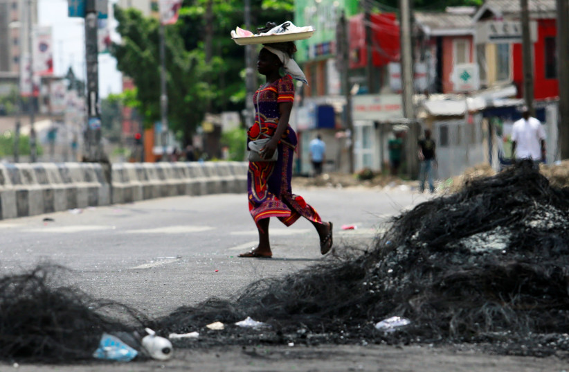 Burned-out buildings and armed gangs in Lagos after killing of protesters