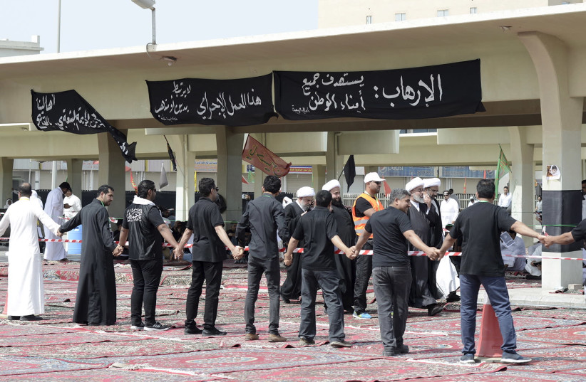 Shi'ite Muslim clerics arrive for a mass funeral for victims of a suicide attack on a mosque, in Qatif, east Saudi Arabia, May 25, 2015 (photo credit: REUTERS/STRINGER)