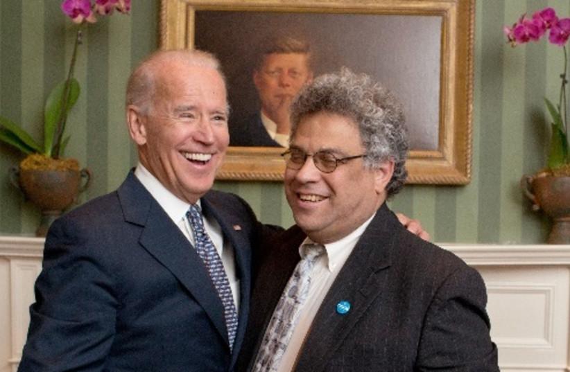 Steve Rabinowitz with Joe Biden in the White House, 2015.  (photo credit: DAVID LIENEMANN)