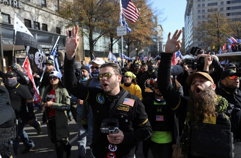 Les partisans du président américain Trump protestent contre les résultats des élections, à Washington (crédit photo: REUTERS / JIM URQUHART)