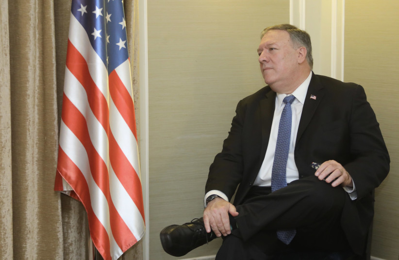 Le secrétaire d'État américain Mike Pompeo s'adresse au Jerusalem Post, 20 novembre 2020 (crédit photo: MARC ISRAEL SELLEM / THE JERUSALEM POST)