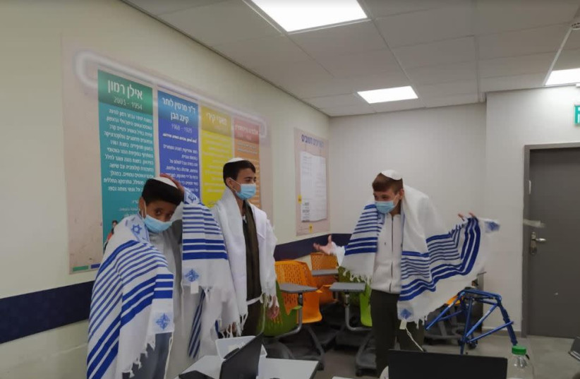 Deaf and hard of hearing students celebrate their bar and bat mitzvahs over Zoom amid coronavirus pandemic. (photo credit: IYIM JUDAIC HERITAGE PROGRAM FOR THE DEAF)
