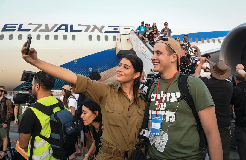 North American olim arrive in Israel on a Nefesh B'Nefesh flight (photo credit: FLASH90)
