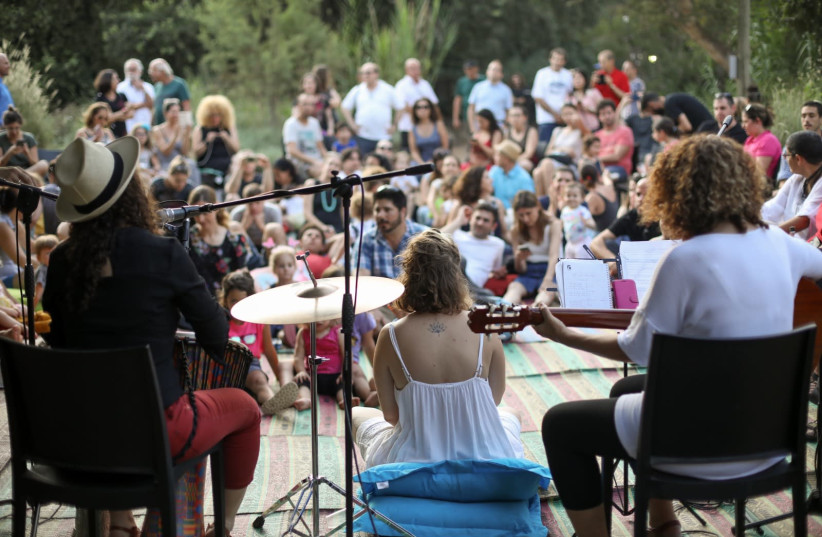 People are see gathering at a Beit BINA event. (photo credit: BINA - THE JEWISH MOVEMENT FOR SOCIAL CHANGE)