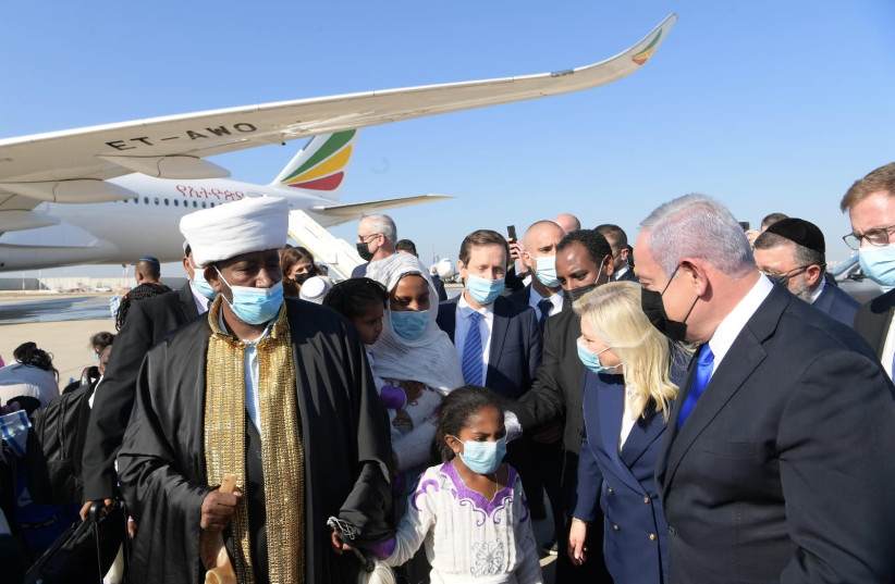 In the opening flight of Operation Rock of Israel, 316 members of the Falash Mura community from Ethiopia arrived in Israel and were greeted by officials including Benjamin Netanyahu. (photo credit: AMOS BEN-GERSHOM/GPO)