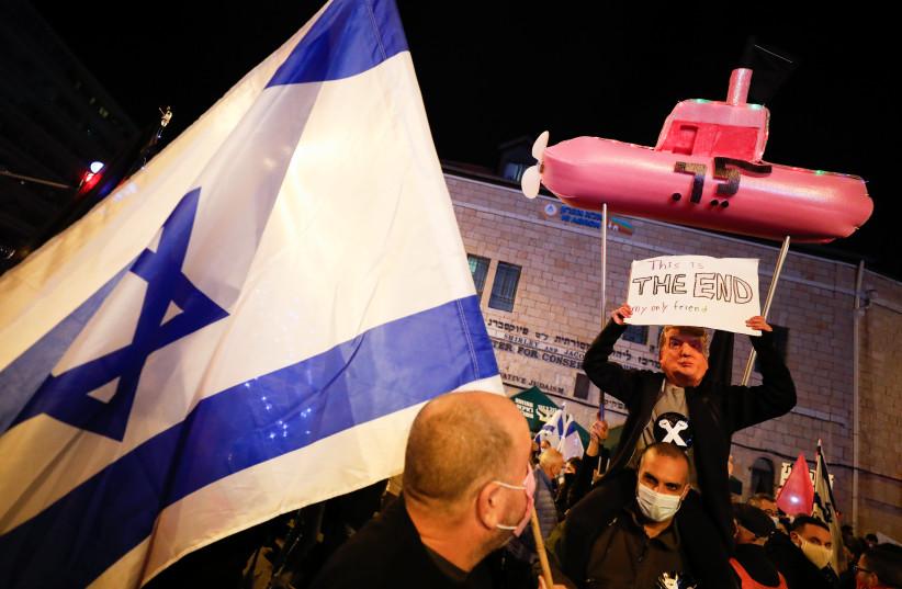 Israelis protest against Israeli prime minister Benjamin Netanyahu, in Jerusalem, on December 05, 2020. (photo credit: OLIVIER FITOUSSI/FLASH90)