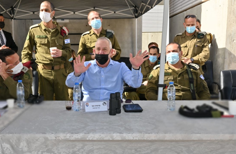 Gantz visits Eilat (photo credit: TAL OZ/DEFENSE MINISTRY/POLICE SPOKESPERSON'S UNIT)