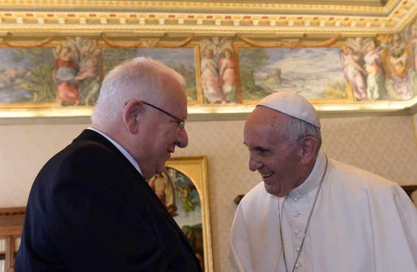 FILE PHOTO: President Reuven Rivlin is seen meeting with Pope Francis. (photo credit: HAIM ZACH/GPO)