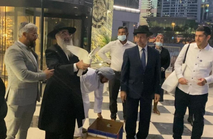 Rabbis and Imams release doves of peace at the Isra Dubai Business Forum, December 16, 2020 (photo credit: ISRA DUBAI CONFERENCE)