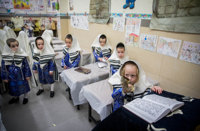 Children read Torah in Mea She'arim (photo credit: YONATAN SINDEL/FLASH90)