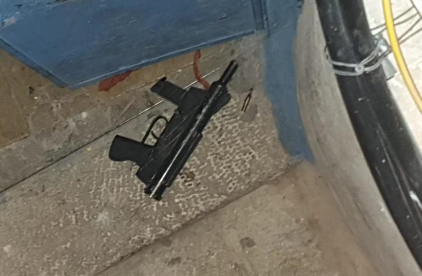 Arme utilisée pour attaquer la police dans la vieille ville de Jérusalem, 21 décembre 2020 (crédit photo: POLICE ISRAEL)
