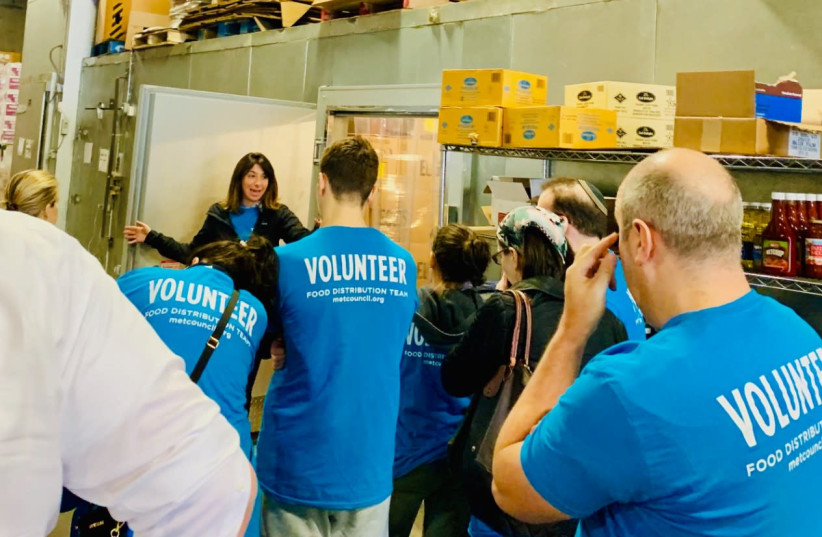 Volunteers gather at a food distribution center in New York run by the Met Council on Jewish Poverty.  (photo credit: MET COUNCIL)