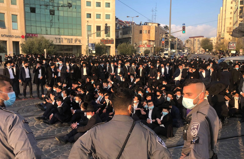Hundreds of haredi protesters blocked the Sarei Yisrael-Jaffa intersection on Tuesday, December 22, 2020. (photo credit: POLICE SPOKESPERSON'S UNIT)