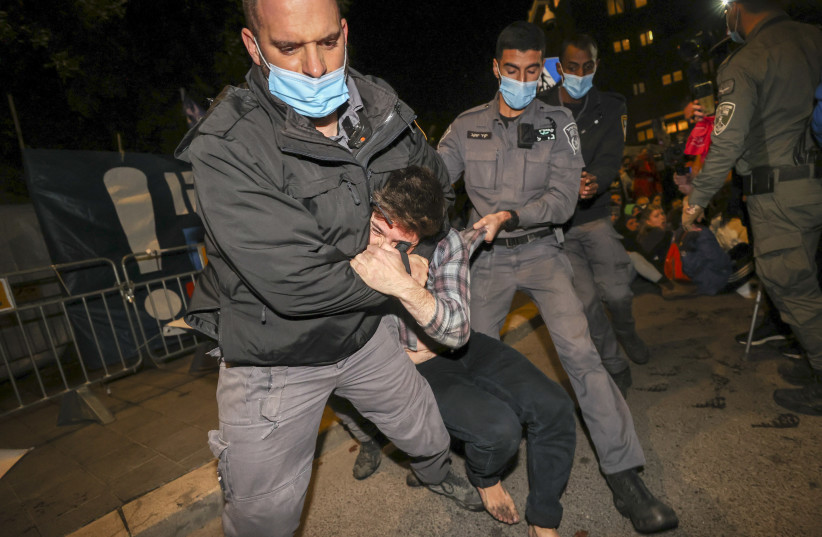 Police clash with anti-Netanyahu protesters outside the prime ministerial residence in Jerusalem, December 26, 2020 (photo credit: YONATAN SINDEL/FLASH90)