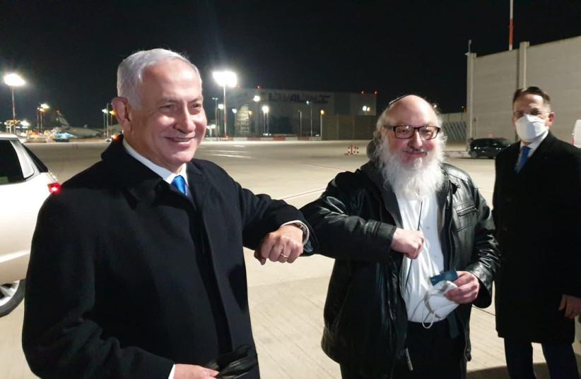 Prime Minister Benjamin Netanyahu meets Johnathan Pollard at Ben-Gurion Airport after making aliyah. (photo credit: PRIME MINISTER'S OFFICE)