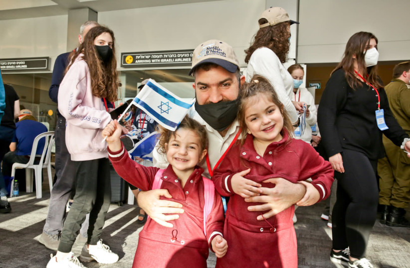 Olim who arrived on Nefesh B'Nefesh's final aliyah flight of 2020. (photo credit: YONIT SCHILLER)