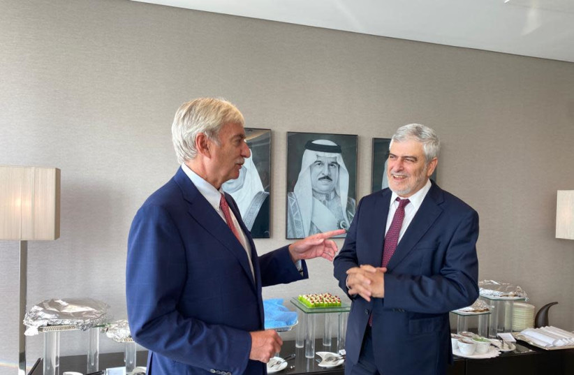 L-R: NBB CEO National Bank of Bahrain Jean-Christophe Durand and Bank Hapoalim CEO Dov Kotler meet in Bahrain (photo credit: Courtesy)