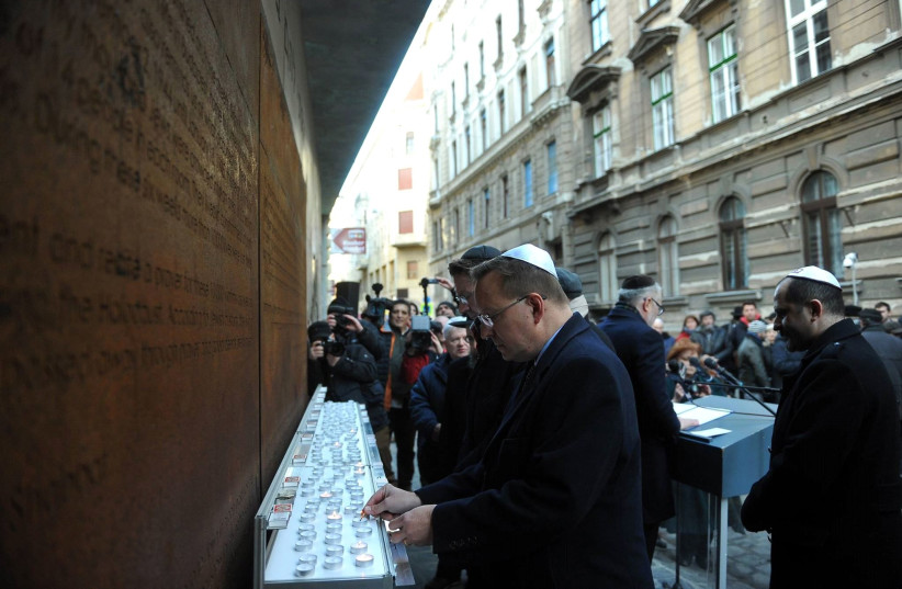 Hungarian Jewish community marks 76-years from the Holocaust online