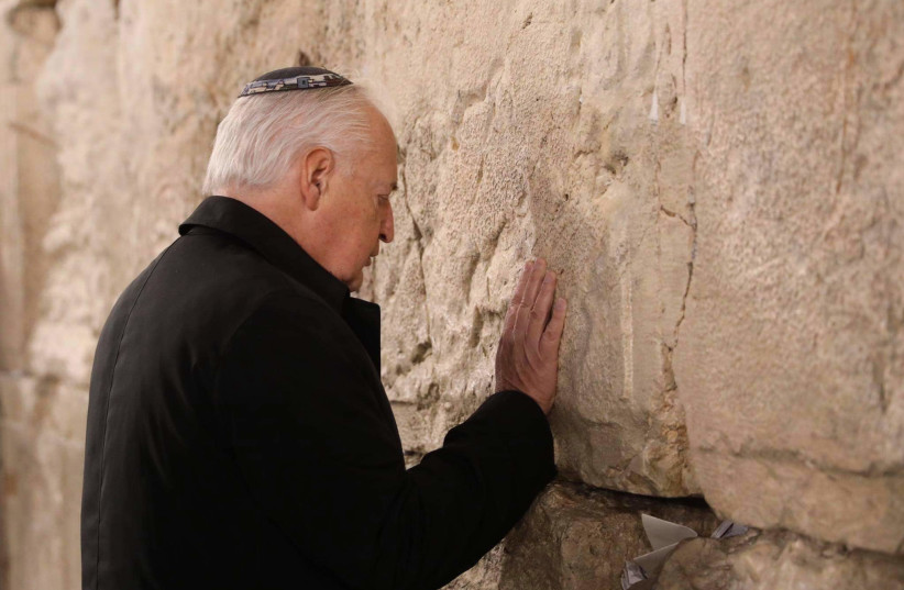 US Ambassador to Israel bids farewell in visit to Western Wall, January 20, 2021. (photo credit: MARC ISRAEL SELLEM/THE JERUSALEM POST)