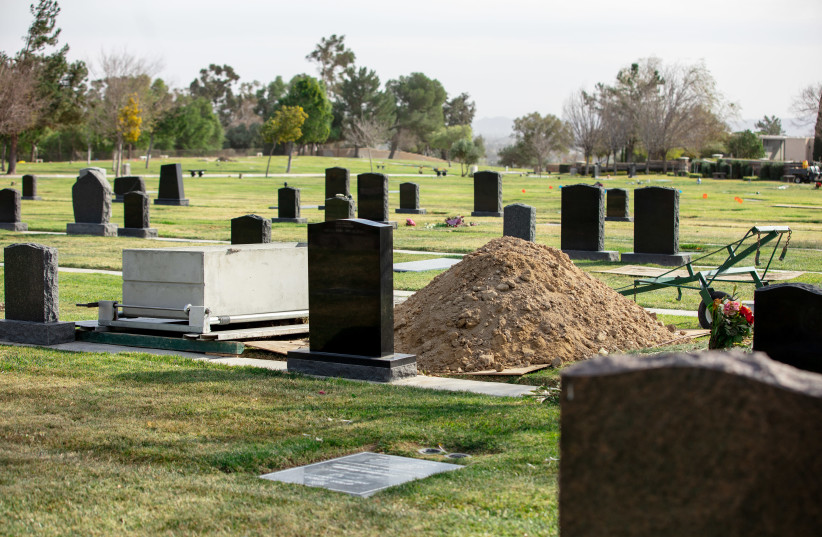 A view of some of the graves at the Groman Eden Mortuary in Eden Memorial Park in Mission Hills, Calif. (photo credit: ANTHONY LAMPE)