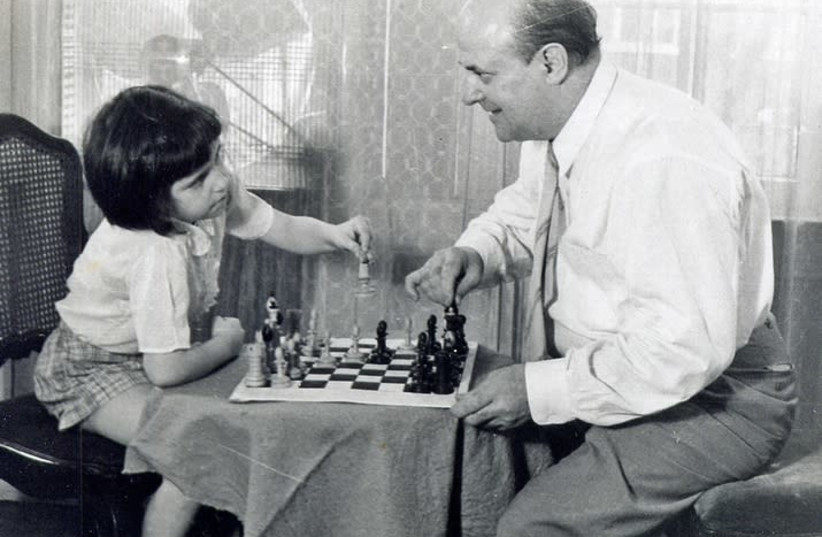 Miriam Friedman Morris with her father, the chess enthusiast and portraitist, David Friedmann. St. Louis, 1957 (photo credit: NATIONAL LIBRARY OF ISRAEL)
