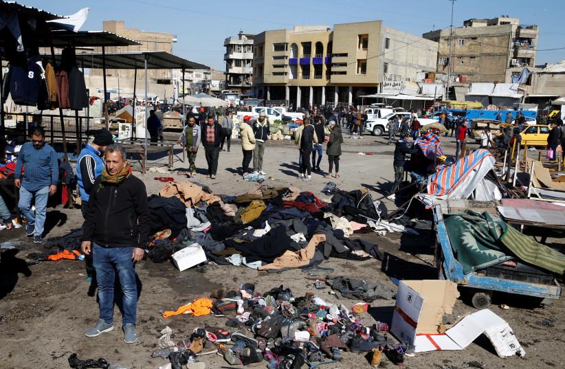 Le site d'un double attentat suicide dans un marché central est vu à Bagdad (Crédit photo: REUTERS)