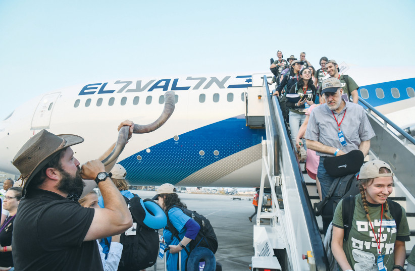 NEW IMMIGRANTS from North America arrive at Ben-Gurion Airport in 2019. (photo credit: FLASH90)