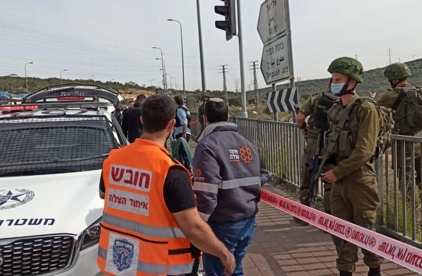 La scène de la tentative d'attaque au couteau près d'Ariel en Cisjordanie, le mardi 26 janvier 2021 (Crédit photo: UNITED HATZALAH)