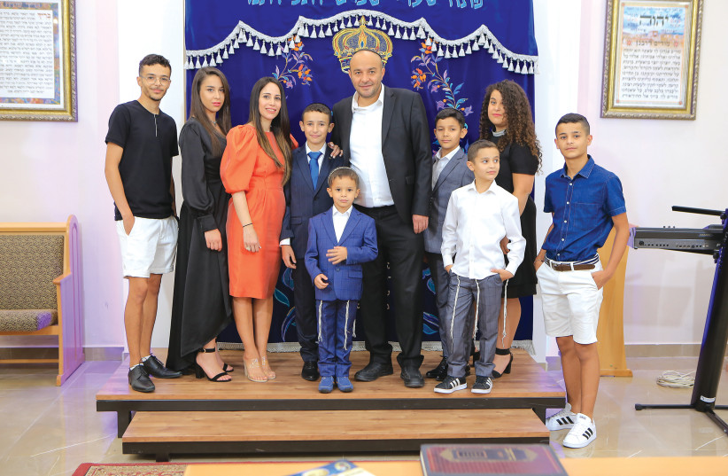 YISCAH SHUAH with husband Dror and their eight children, ranging in age from seven to 19 (photo credit: ITZIK NISSIM)