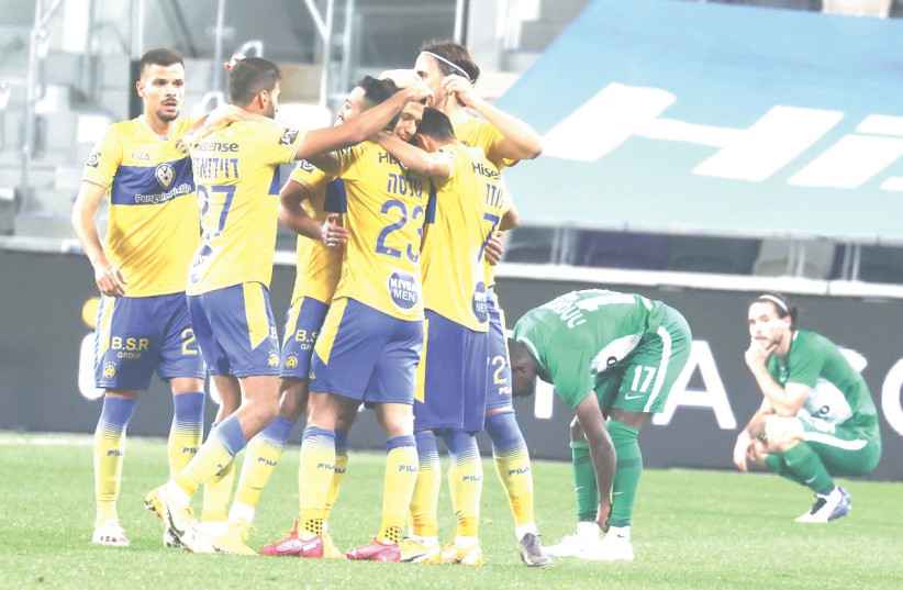 MACCABI TEL AVIV players celebrate after their injury-time winner secured a dramatic 2-1 win over Maccabi Haifa in Israeli Premier League action at Bloomfield Stadium.  (photo credit: DANNY MARON)