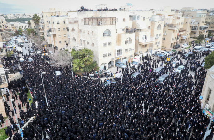 Masses attend the funeral of Rabbi Meshulam Dovid Soloveitchik, January 31, 2021 (photo credit: YONATAN SINDEL/FLASH 90)