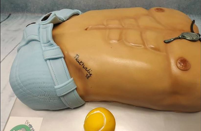 A torso-shaped cake from De Ouwe Taart bakery in the Netherlands. (photo credit: COURTESY OF JOLISA BROUWER)