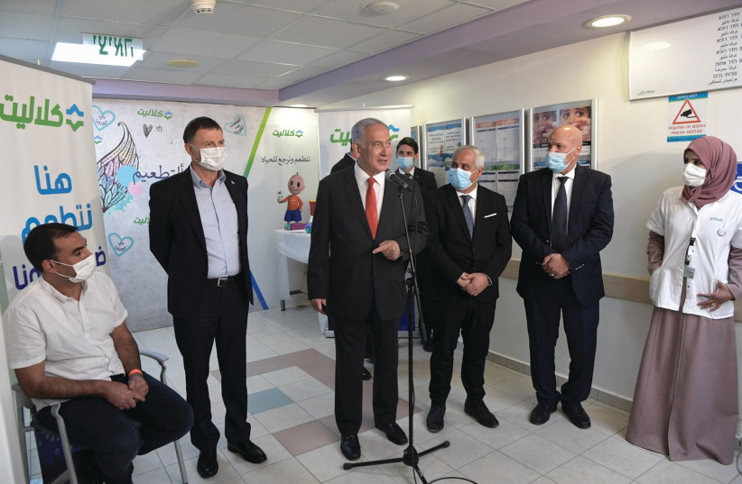 PRIME MINISTER Benjamin Netanyahu and Health Minister Yuli Edelstein visit a clinic in the Negev. (photo credit: KOBI GIDEON/GPO)