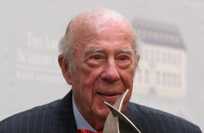 Former U.S. Secretary of State George Shultz poses with the trophy after he being awarded with the 'Henry A. Kissinger Prize' by the American Academy during an awarding ceremony in Berlin, May 24, 2012.  (photo credit: TOBIAS SCHWARZ / REUTERS)