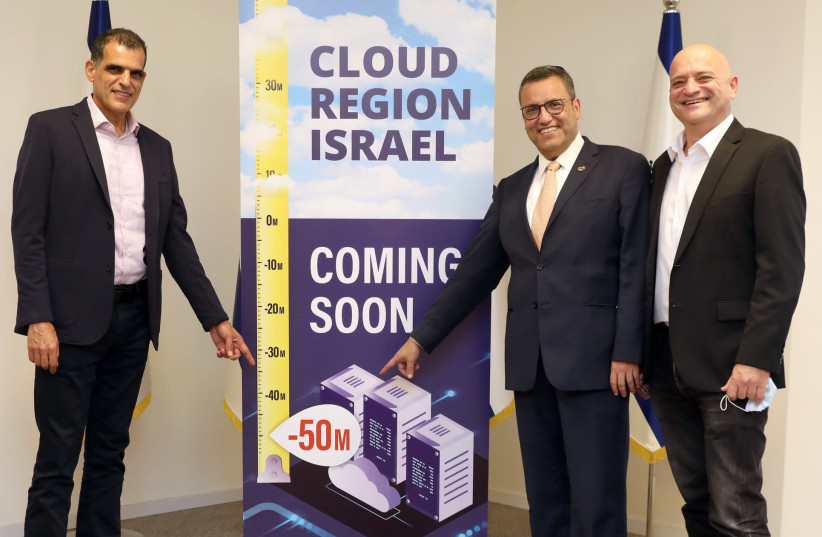 (R-L:) Oracle Israel country leader Uzi Navon, Jerusalem Mayor Moshe Leon, and Bynet CEO Alon Ben Zur at the launch of Oracle's new cloud data center. (photo credit: EZRA LEVY)