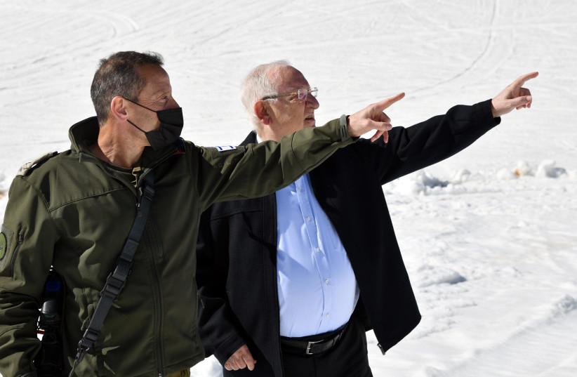 President Reuvven Rivlin with IDF's Alpinist unit commander Lt.-Col. (res.) Menachem Folk (photo credit: HAIM ZACH/GPO)