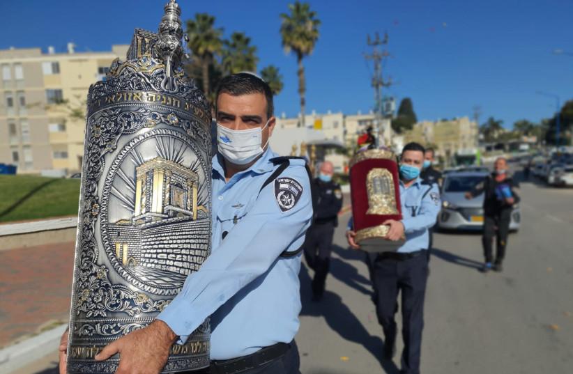 Israel Police return stolen torah scrolls to Sderot synagogue (photo credit: ISRAEL POLICE)
