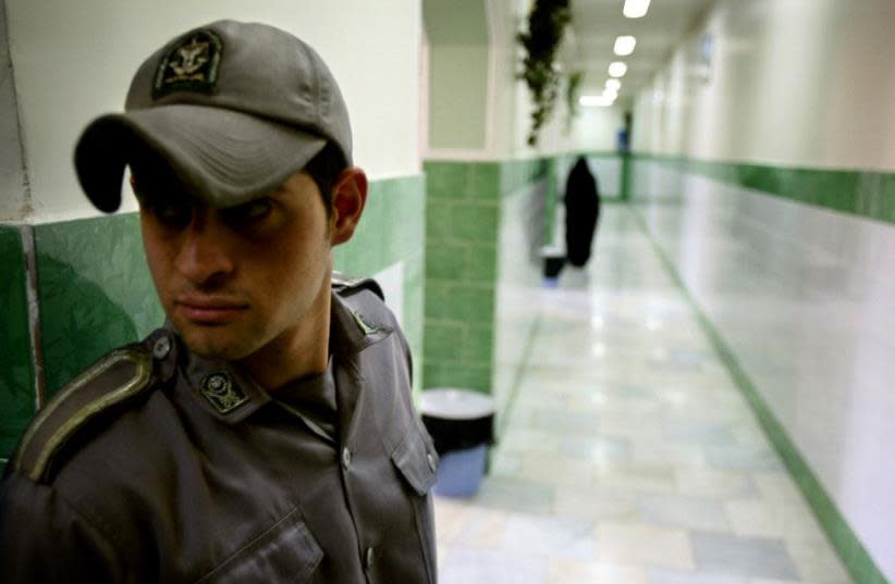 A prison guard stands along a corridor in Tehran's Evin prison June 13, 2006. (photo credit: REUTERS)