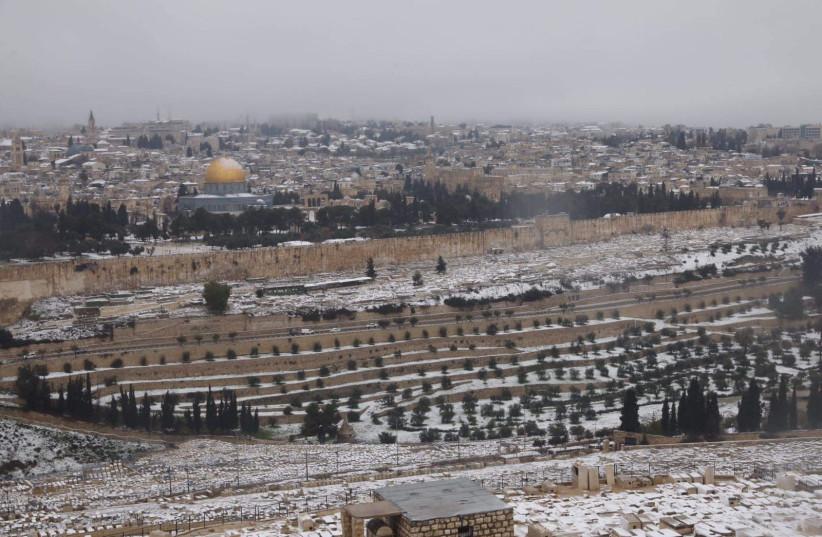Jerusalem awakes to snow, February 18, 2021 (photo credit: MARC ISRAEL SELLEM/THE JERUSALEM POST)