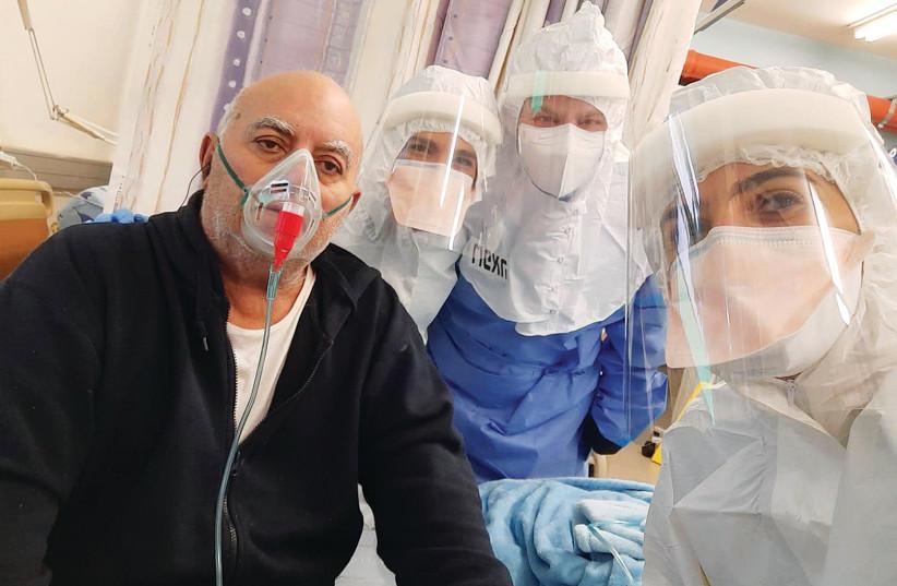 Un PATIENT reçoit le traitement EXO-CD24 COVID-19 du professeur Nadir Arber.  (crédit photo: BUREAU DU PORTE-PAROLE ICHILOV)