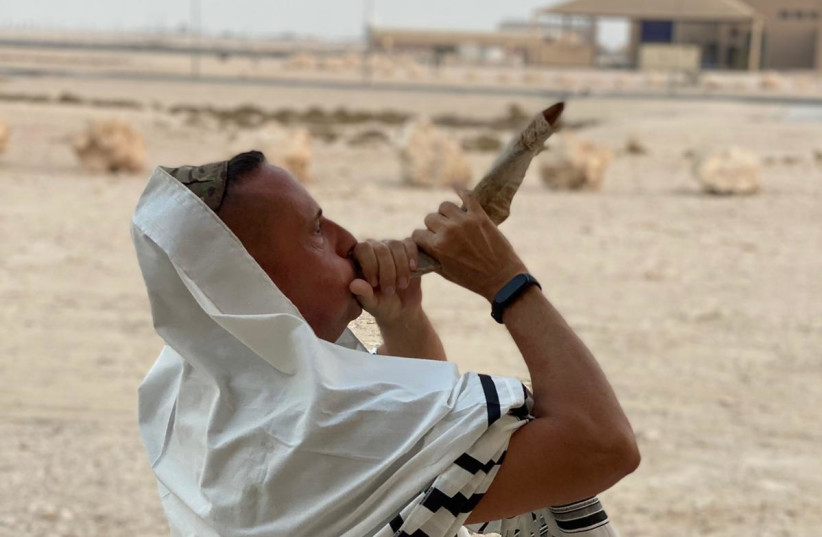Daniel Wise blowing shofar in Qatar (photo credit: ASSOCIATION OF GULF JEWISH COMMUNITIES)