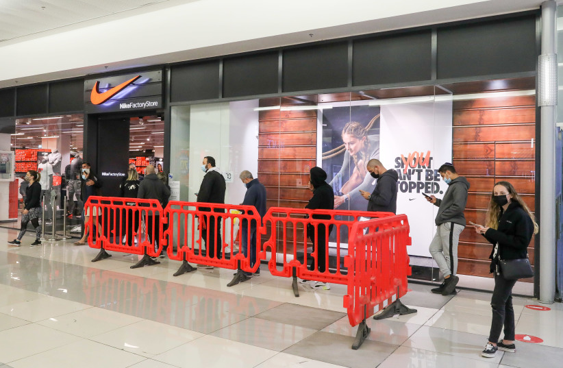A mall in Israel opens up after the country's third coronavirus lockdown. (photo credit: MARC ISRAEL SELLEM)