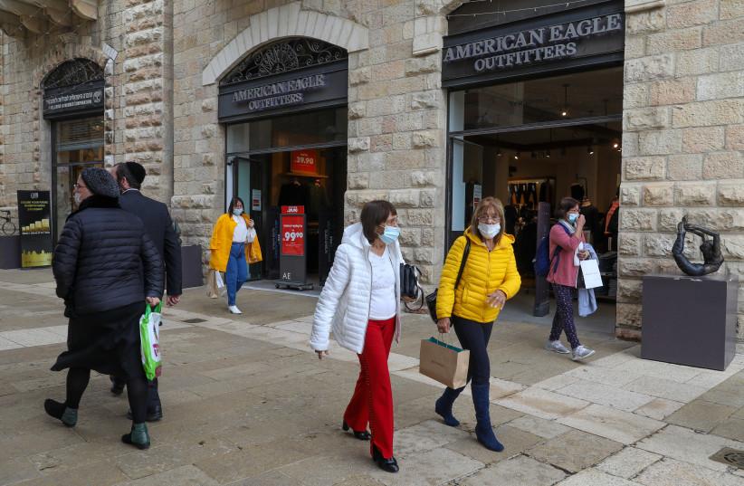 Israelis shopping at Mamilla mall in Jerusalem, March 1, 2021.  (photo credit: MARC ISRAEL SELLEM/THE JERUSALEM POST)