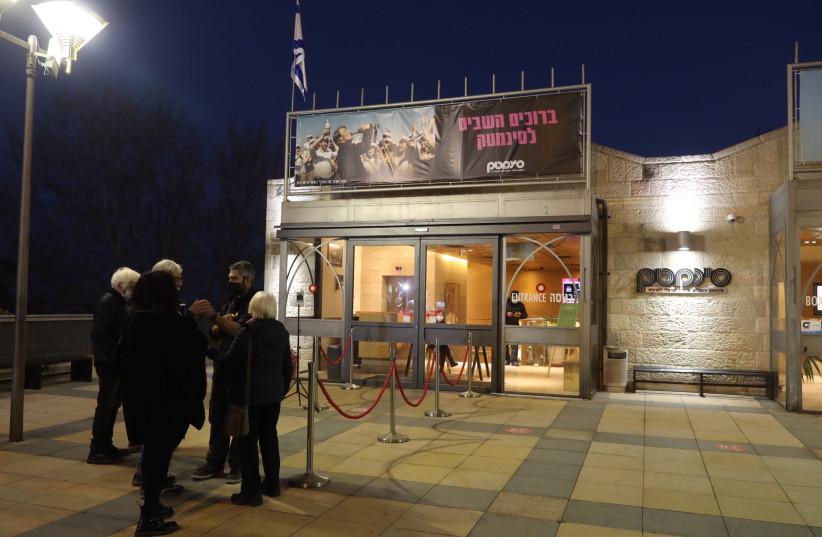 Israelis standing outside of the cinemateque in Jerusalem, March 1, 2021  (photo credit: MARC ISRAEL SELLEM/THE JERUSALEM POST)