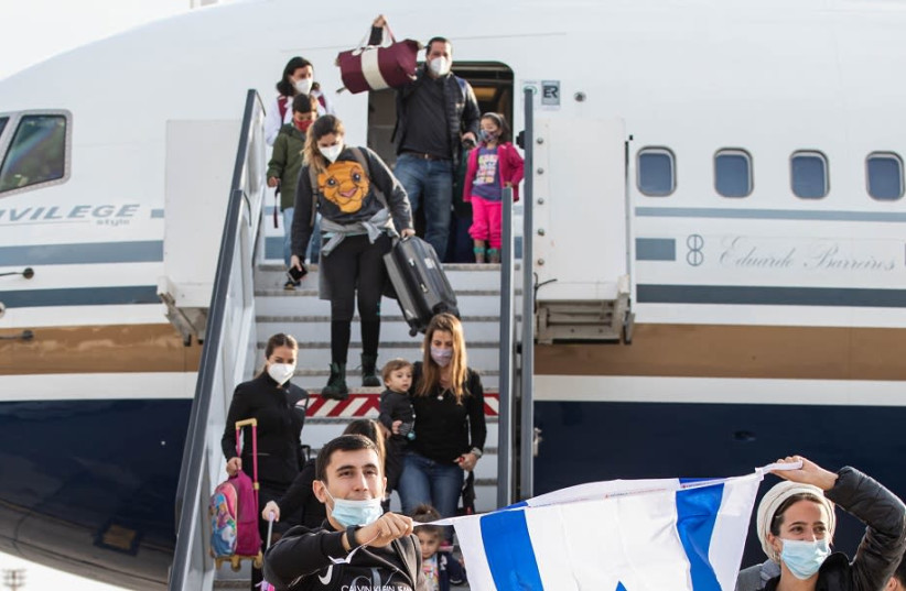 A group of 137 immigrants from Brazil and Argentina landed in Israel (photo credit: IFCJ)